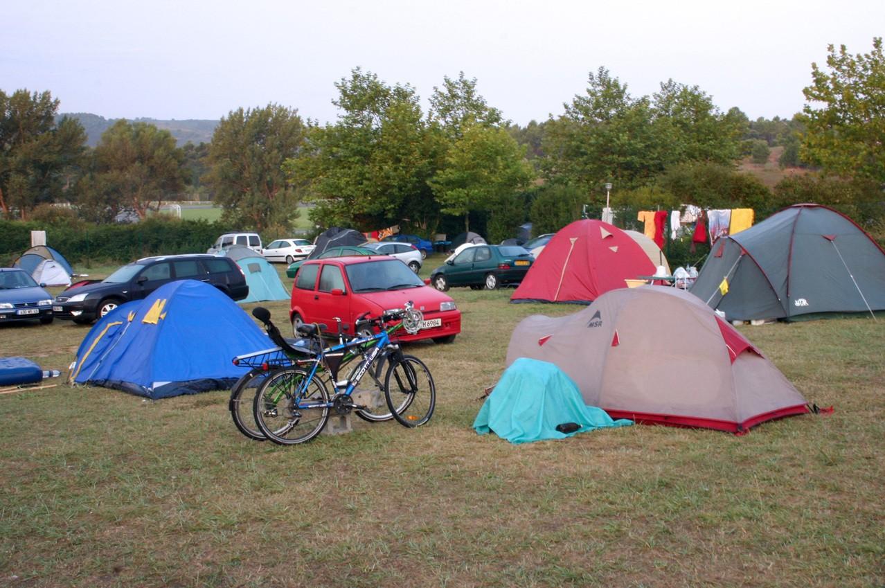 Karimata i śpiwór niezbędne pod namiotem